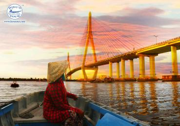 "THE ""SAMPAN LADY"" OF THE MEKONG RIVER"